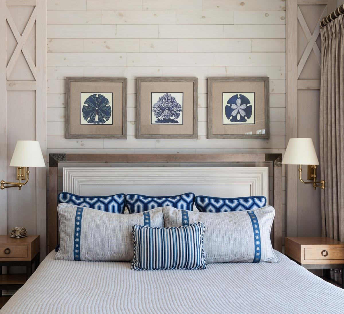 coastal en-suite bed and bath